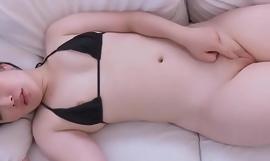 JAV - Yuna Uryû The vagina is very big,ruddy and beautiful