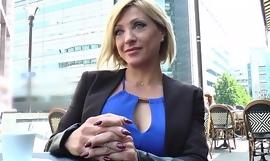 Lisa, belle milf corse, vient prendre sa double péné à Paris [Full Video] porn video