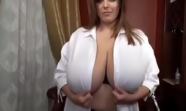 Hawt girl's big boobs