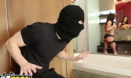 BANGBROS - MILF Kendra Lust Takes Control Of The Thief, Ryan Mclane