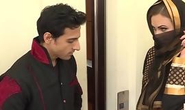 ईद के दिन अपने दोस्त की बीबी की बुर और दुबूर दोनों चोद डाला