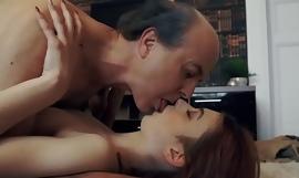Innocent sayang Remaja Menelan dan Meludah cum setelah Idealizer Seks di tangan Kakek