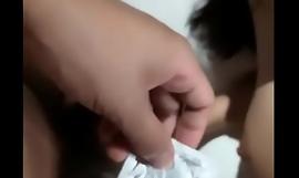 国产自拍超极品真实在校学妹〖大一学生〗酒店被两男同学轮流玩操 各种爆干操