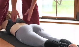 Fit comme ‡a fucked in missionary at the gym