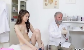 Great dong sucking skills of brunette chick Licie