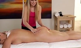 Curvy client gets pussyeaten by rub down girl