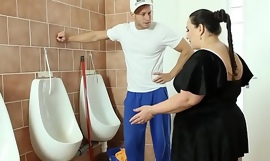 Obese bbw fucked on bathroom floor after 69